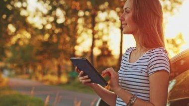 Woman using digital tablet — Stock Video