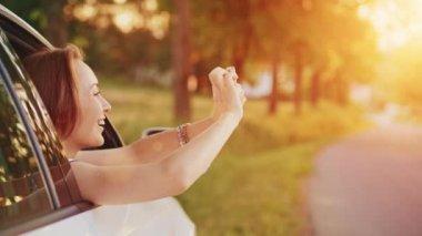 Žena pomocí digitálních smartphone — Stock video