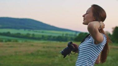Woman using digital photo camera — Stock Video