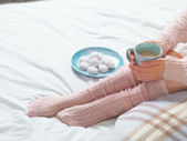 Woman relaxing at cozy home atmosphere — Stock Photo