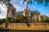 Gorgeous sunset over Notre Dame cathedral — Stock Photo