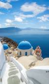 Churches of Oia village under puffy clouds, Santorini — Stock Photo