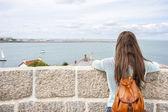 Rear view woman traveling — Foto de Stock