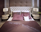 Bedroom in a luxurious classic style — 图库照片