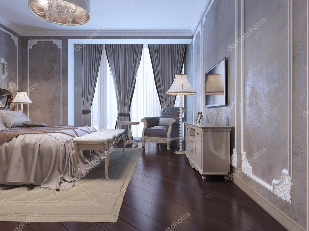 Rymligt sovrum med stort fönster — Stockfotografi © kuprin33 #87650430