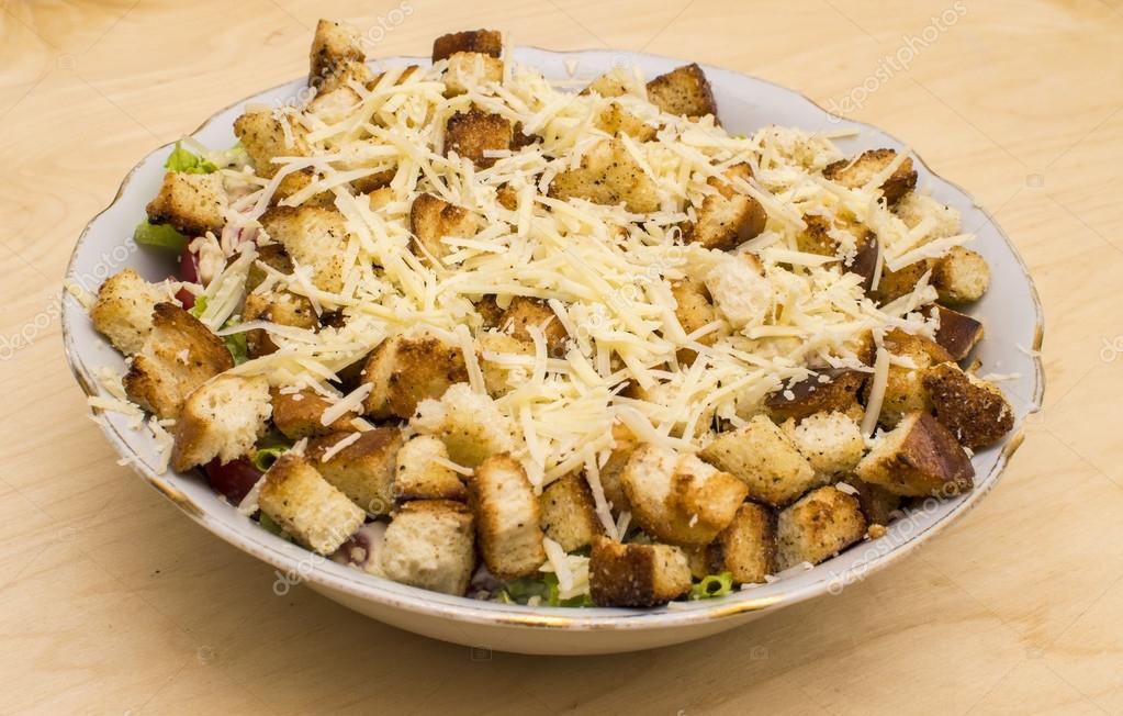 Салат с курицей черносливом и грецкими орехами и чесноком