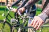Paar biken — Stockfoto