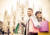 Couple shopping in Milan — Stock Photo