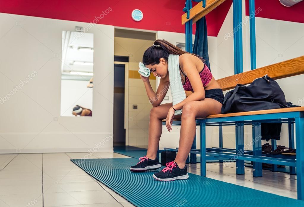 фото девушек в раздевалке спортзала