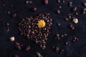 Shape of the heart of the coffee beans — Photo