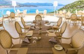 Servered table in restaurant on the sea — Stock Photo