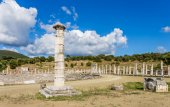 Honor column in Ancient Messina, Peloponnes, Greece — Stock Photo