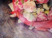 Pink rose bouquet on grunge textured , — Zdjęcie stockowe