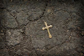 Lost on a cross on cracked earth. — Stock Photo