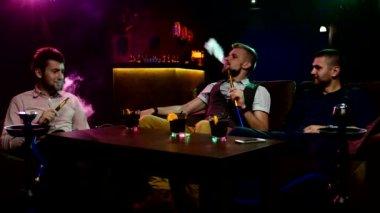 Boys smoking hookah in the lounge caffee — Stock Video