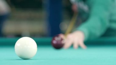 Billiard balls roll on the green table. Slow motion — Stock video