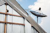 Satellite dish against blue sky — Stock Photo