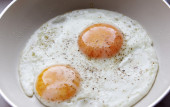 Eggs in a frying pan — Stock Photo