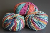Colored knitting yarn on a gray background — Stock Photo