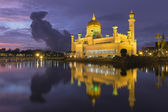 Sultão omar mesquita de saifuddien ali em brunei — Fotografia Stock