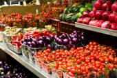 Fruits and vegetables at market — Stock Photo