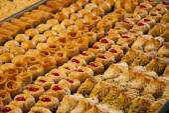 Turkish sweets on market — Stock Photo