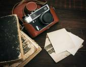 Retro styl kamery a staré fotografie — Stock fotografie