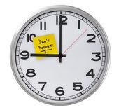 Clock With Don't Forget Stiky Paper — Zdjęcie stockowe
