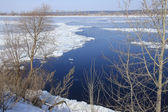 Breaking of the ice on the river in the spring  — Foto Stock