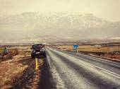 Iceland road landscape with clouds and amply field — Stock Photo