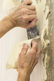 Removing old wallpaper in the room — Stockfoto