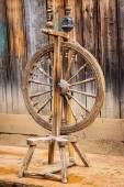 Old spinning wheel — Stock Photo