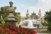 Statue in front of the Grand Casino in Monte Carlo, Monaco — Stock Photo
