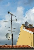 Multiple Aerials on Rooftop — Stock Photo