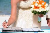 Bride signing on wedding celebration — Stock Photo