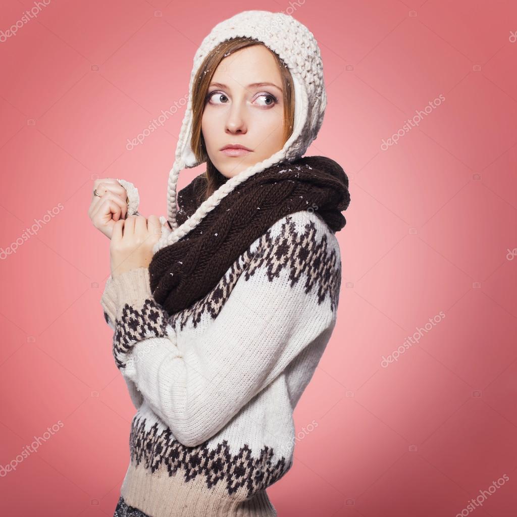 redhair belle femme en tenue d 39 hiver chaud pull charpe. Black Bedroom Furniture Sets. Home Design Ideas
