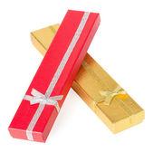 Scatole regalo lungo isolati su sfondo bianco — Foto Stock