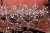 Crystal wine glasses on the table — Foto de Stock