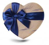 Regalo a forma di cuore isolato su sfondo bianco. — Foto Stock