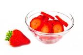 Schale mit erdbeeren — Stockfoto