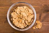 Cereals in bowl on wood from above — 图库照片