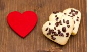 Biscuits and red little heart on wood — Stock Photo