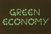 Green economy writing made of leaves — Stockfoto