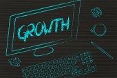 Growth writing on computer screen — Φωτογραφία Αρχείου