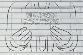 Man met bedrijfsoplossing teken — Stockfoto
