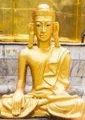 Golden Buddha statue Shan style — Stock Photo