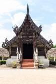 Wat tonelada kain, antigua capilla de madera de teca en chiangmai, tailandia — Foto de Stock