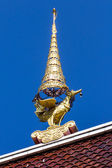 Swan gable apex in Thai temple with blue sky — Стоковое фото