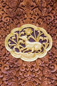 Rat wood Carving Wall sculptures in thai temple — Stockfoto