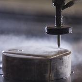 Cortador de metal por chorro de agua — Foto de Stock